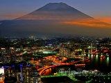 Noční Jokohama a hora Fudži