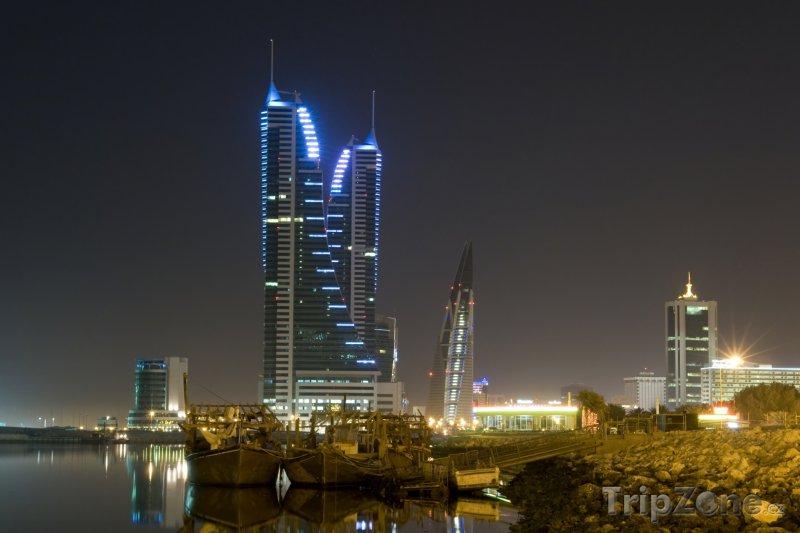 Fotka, Foto Noční město Manáma (Bahrajn)