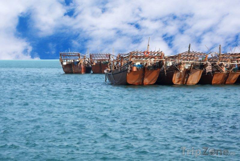 Fotka, Foto Plachetnice v přístavu (Bahrajn)