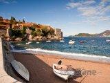 Pláž ve vesničce Sveti Stefan