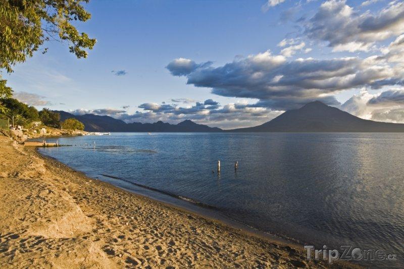 Fotka, Foto Pobřeží jezera Atitlán (Guatemala)