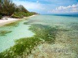 Pobřeží ostrova Gili Meno