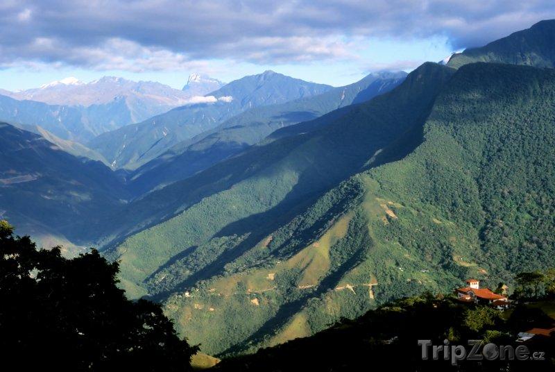 Fotka, Foto Pohled do údolí Yungas (Bolívie)