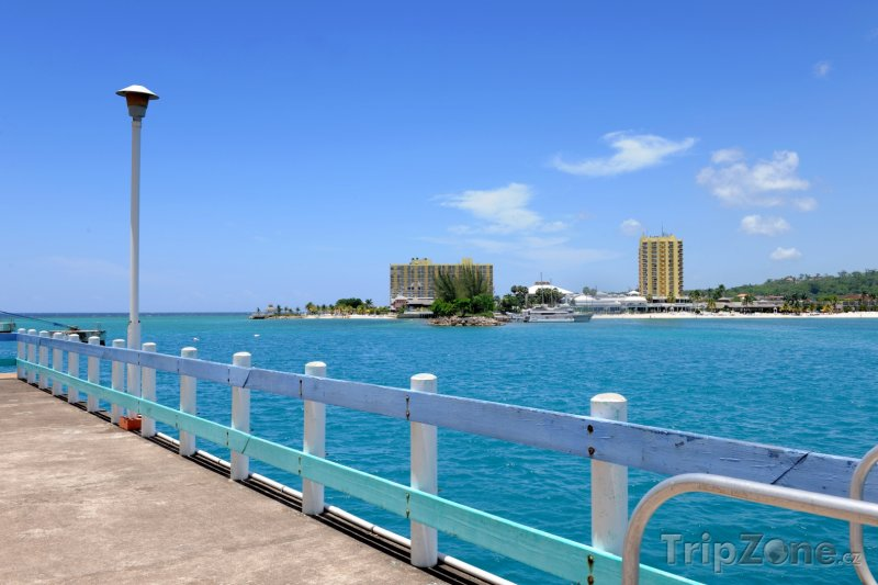 Fotka, Foto Promenáda u moře v Ocho Rios (Jamajka)