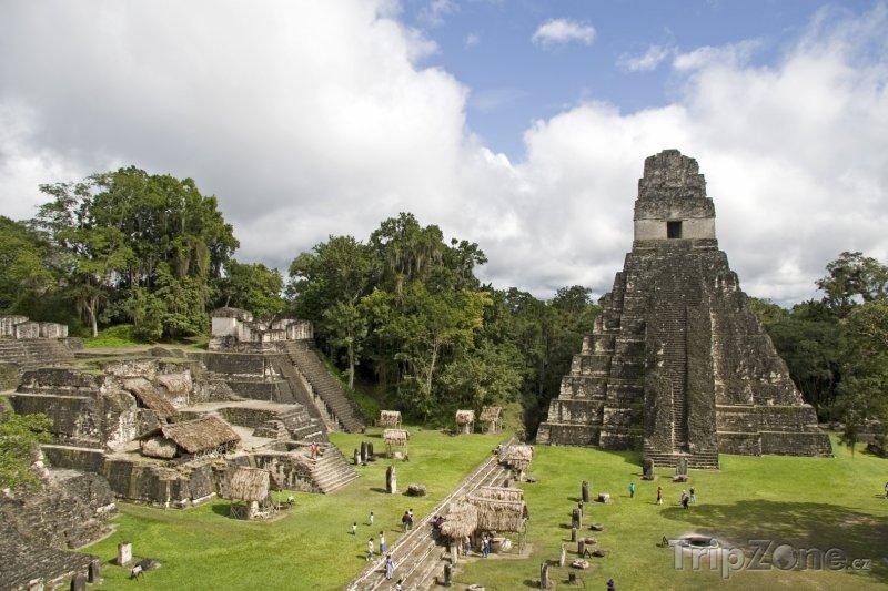 Fotka, Foto Pyramida v mayském chrámu Tikal (Guatemala)