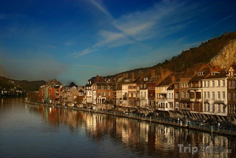 Fotka, Foto Řeka Máza ve městě Dinant (Belgie)