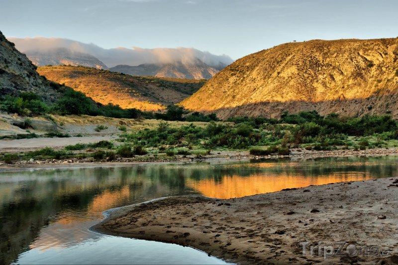 Fotka, Foto Řeka v pohoří Langeberg (Jihoafrická republika)