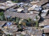 Slumy v chudinské čtvrti
