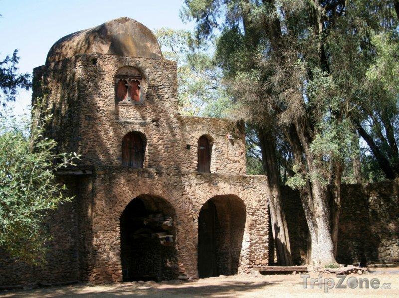 Fotka, Foto Starý kamenný kostel ve městě Gondar (Etiopie)