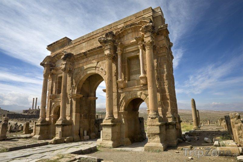 Fotka, Foto Trajanův oblouk v Timgadu (Alžírsko)