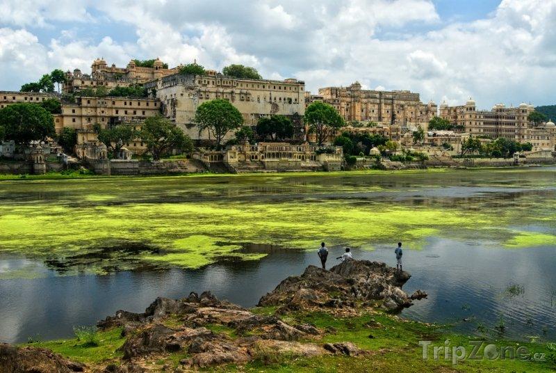 Fotka, Foto Udaipur, městský palác na břehu jezera Pičola (Indie)