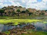 Udaipur, městský palác na břehu jezera Pičola