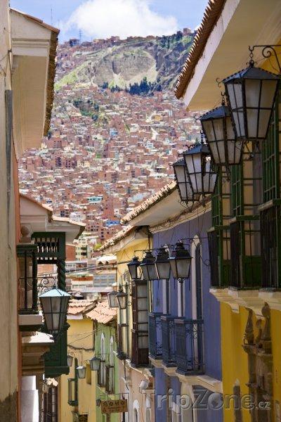 Fotka, Foto Ulička mezi domy v La Paz (Bolívie)