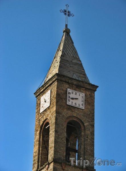 Fotka, Foto Věž kostela ve městě Prizren (Kosovo)
