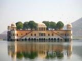 Vodní palác Jal Mahal v Džajpuru