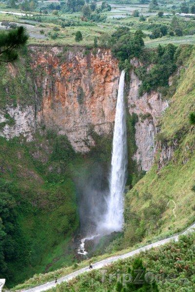 Fotka, Foto Vodopád Sipiso nja Severní Sumatře (Indonésie)