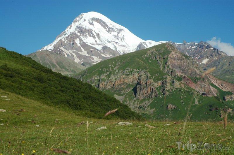 Fotka, Foto Vyhaslá sopka Kazbek v pohoří Kavkaz (Gruzie)