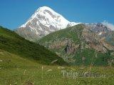 Vyhaslá sopka Kazbek v pohoří Kavkaz
