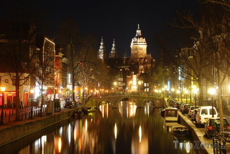 Fotka, Foto Amsterdam, kanál v noci (Nizozemsko)