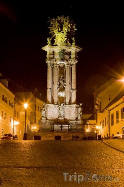 Fotka, Foto Banská Štiavnica, náměstí Svaté Trojice v noci (Slovensko)