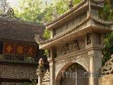 Brána do jednoho z mnoha chrámů
