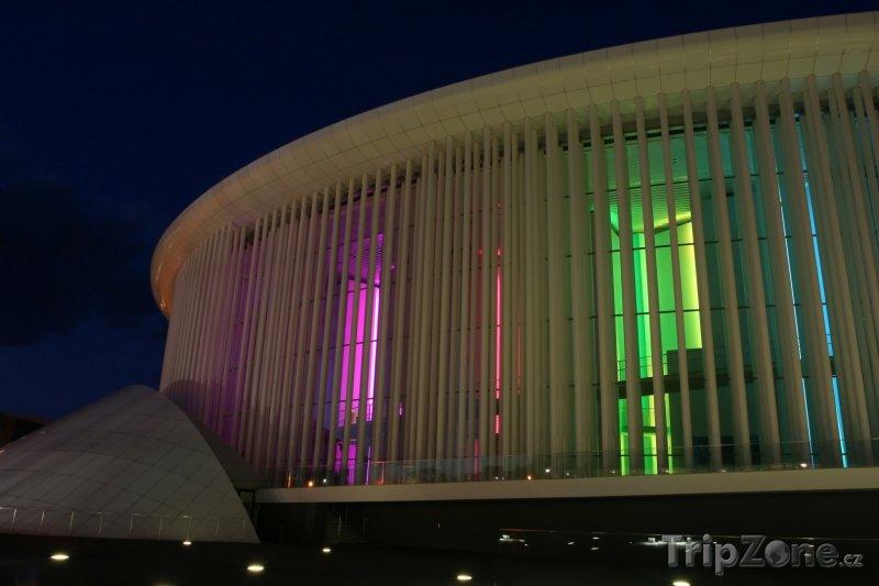 Fotka, Foto Budova filharmonie v noci (Lucemburk, Lucembursko)