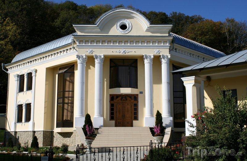 Fotka, Foto Budova u kláštera Hâncu (Moldavsko)