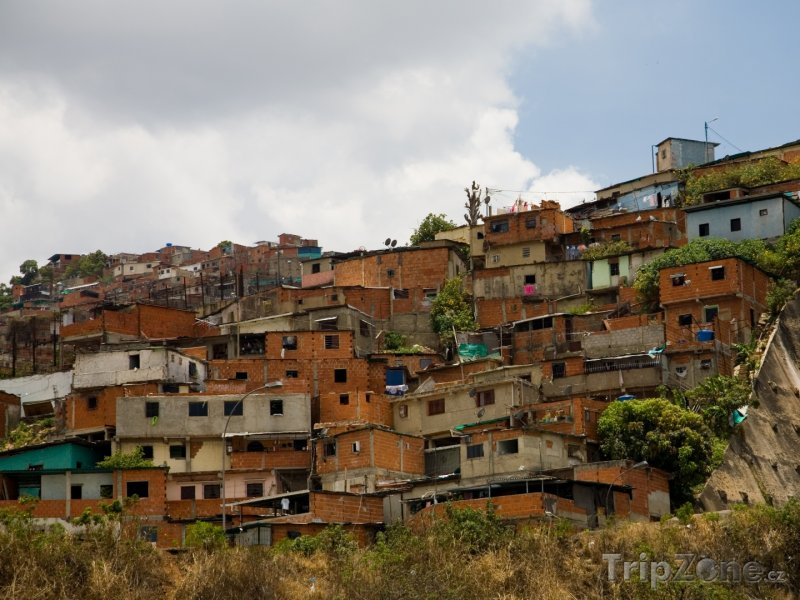 Fotka, Foto Caracas, domy v chudé čtvrti na okraji města (Venezuela)