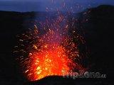 Erupce sopky Mount Yasur na ostrově Tanna