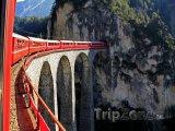 Glacier Express na viaduktu u Filisur