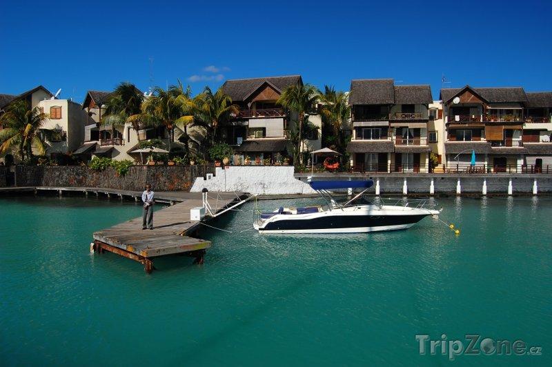 Fotka, Foto Grand Baie, člun u mola (Mauricius)