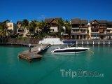 Grand Baie, člun u mola