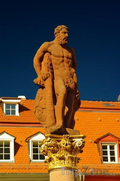 Fotka, Foto Heidelberg, socha Herkula na náměstí Marketplatz (Bádensko-Württembersko, Německo)