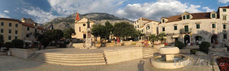 Fotka, Foto Hlavní náměstí ve městě Makarska (Makarská riviéra, Chorvatsko)
