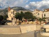 Hlavní náměstí ve městě Makarska