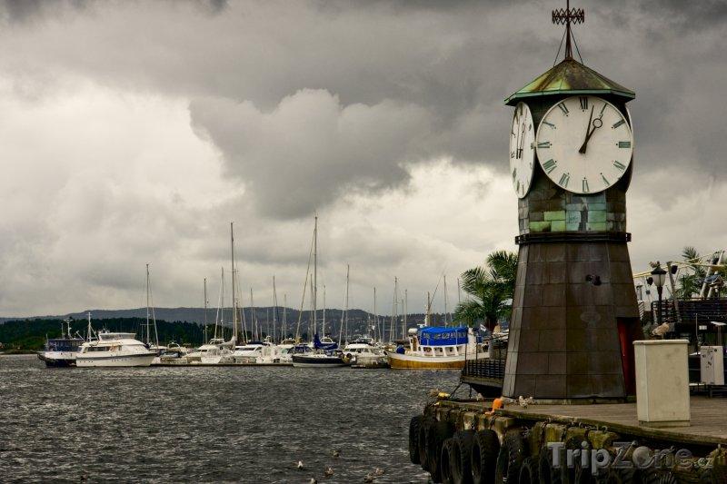 Fotka, Foto Hodiny v přístavu (Oslo, Norsko)