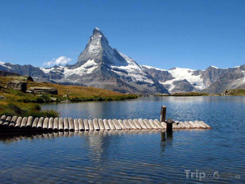 Fotka, Foto Jezero u hory Matterhorn (Švýcarsko)