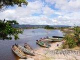 Kanoe na břehu v oblasti La Gran Sabana