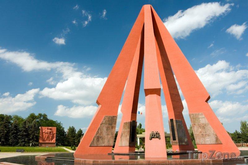 Fotka, Foto Kišiněv, památník obětem 2. Světové války (Moldavsko)