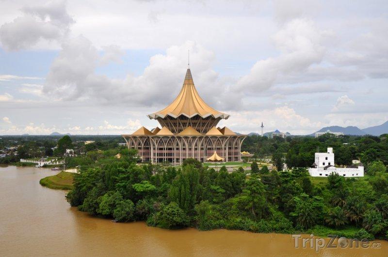 Fotka, Foto Kuching, nové sídlo parlamentu (Malajsie)