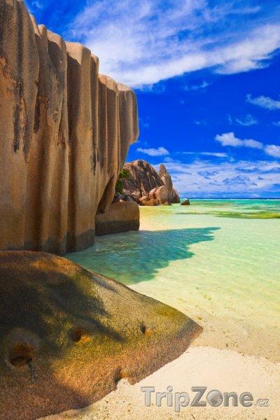 Fotka, Foto La Digue, pohled z pláže Anse Source d'Argent (Seychely)