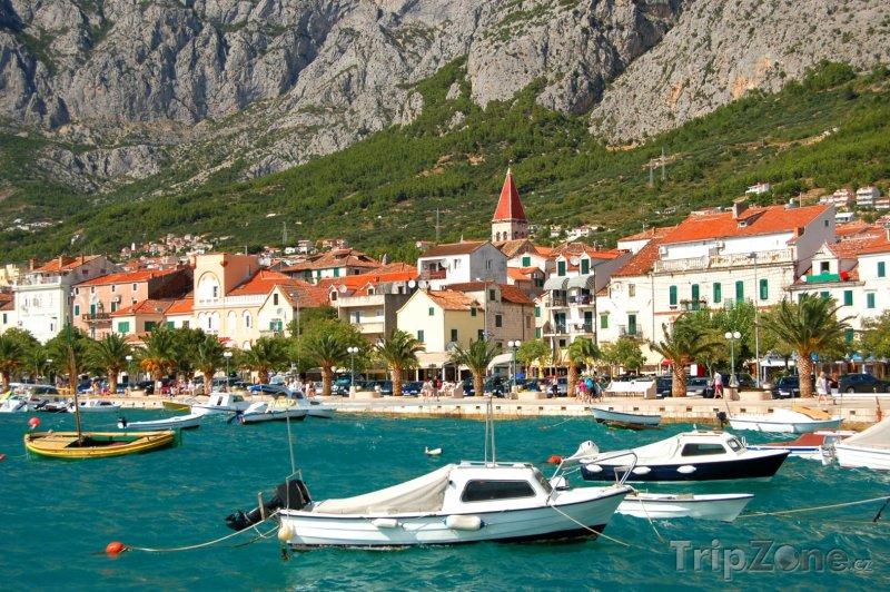 Fotka, Foto Makarska, čluny u pláže (Makarská riviéra, Chorvatsko)