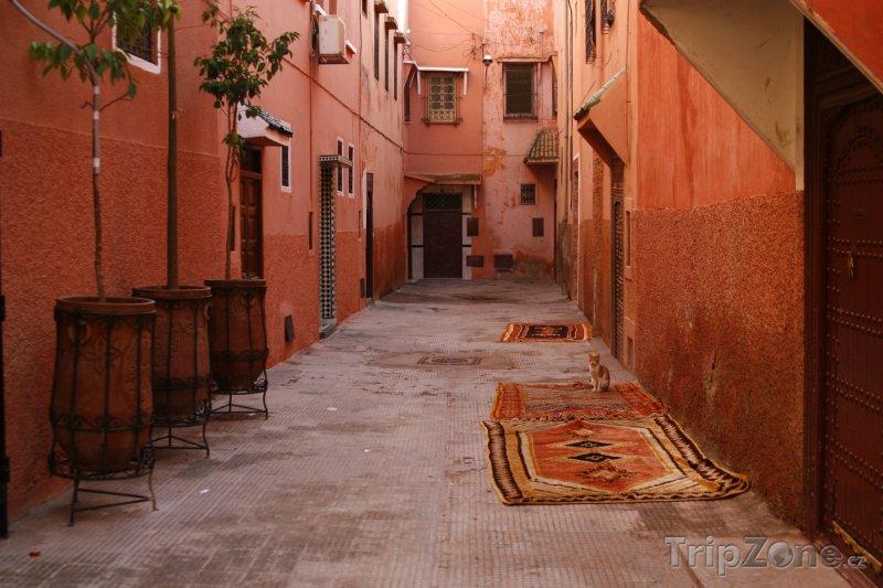 Fotka, Foto Marrákeš, ulička mezi domy (Maroko)