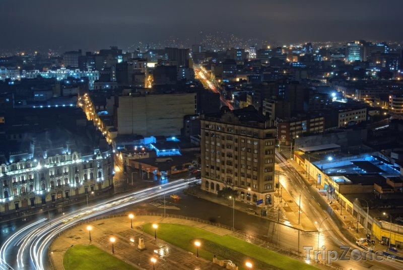 Fotka, Foto Město v noci (Lima, Peru)
