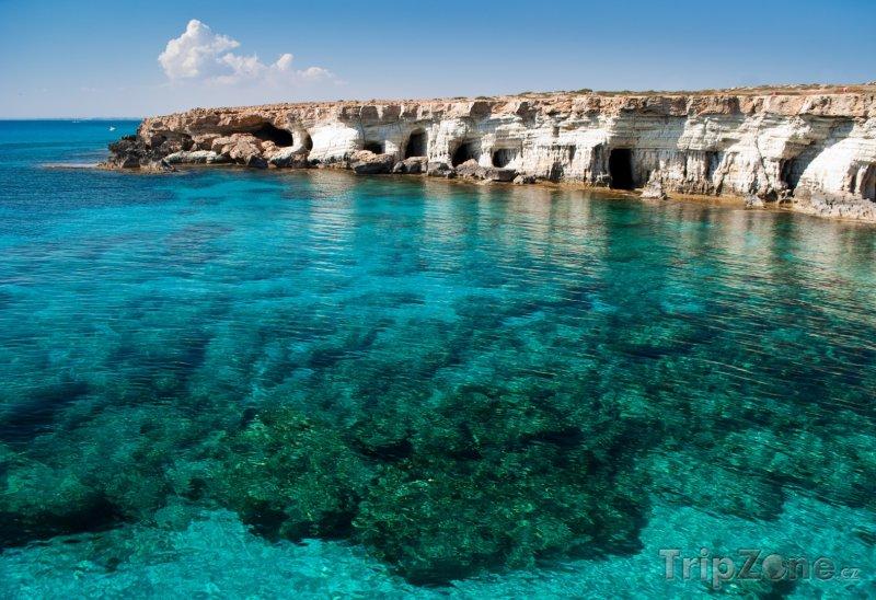 Fotka, Foto Mořské jeskyně u mysu Cape Greko (Kypr)