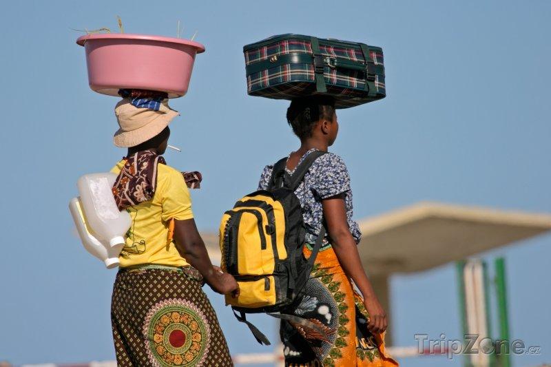 Fotka, Foto Mosambické ženy v tradičním oblečení (Mosambik)