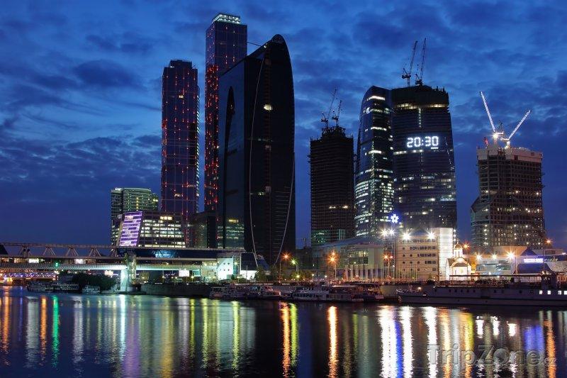 Fotka, Foto Moskva, Obchodní centrum v noci (Rusko)
