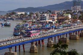 Most ve městě Nha Trang