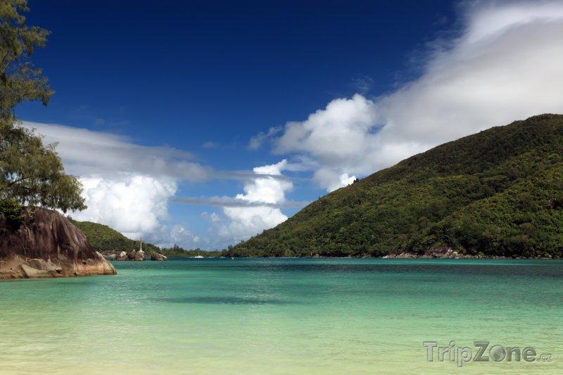 Fotka, Foto Ostrov Mahé, pohled z pláže Port Launay (Seychely)
