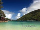 Ostrov Mahé, pohled z pláže Port Launay